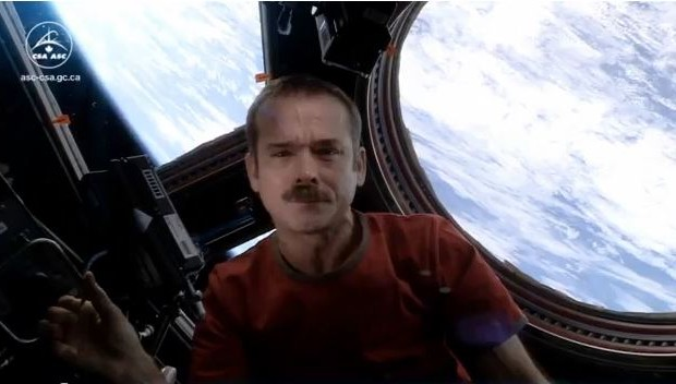Astronaut sings David Bowie's 'Space Oddity'…IN SPACE!